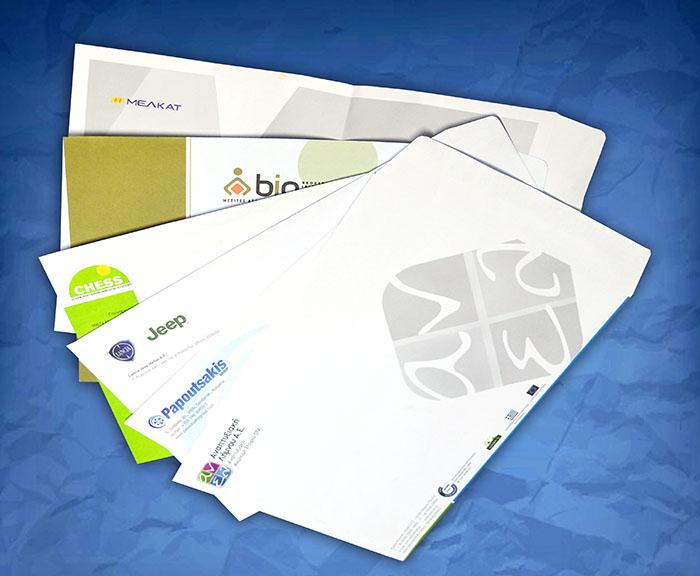 φάκελοι αλληλογραφίας τυπωμένοι σε διάφορα χρώματα