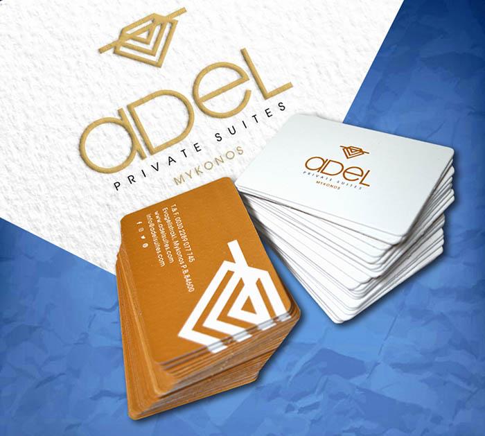 κάρτες με διαφορετικό χαρτί σε κάθε πλευρά τους και μεταλλικά γράμματα