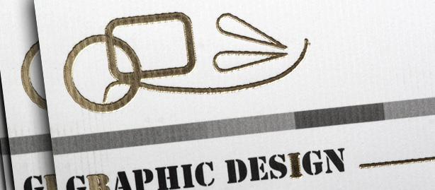 επαγγελματικές κάρτες για σχεδιαστή έντυπης επικοινωνίας με χρυσοτυπία και ανάγλυφο χαρτί