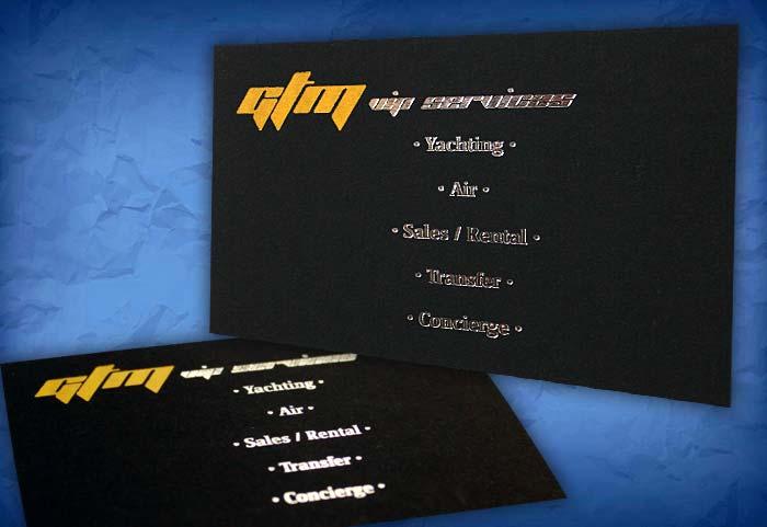 μαύρη κάρτα με ασημένια γράμματα